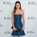 Adriana Lima con un sobrio vestido azul