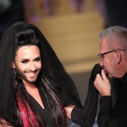 Conchita Wurst y Jean Paul Gaultier en la Semana de la Alta Costura de París