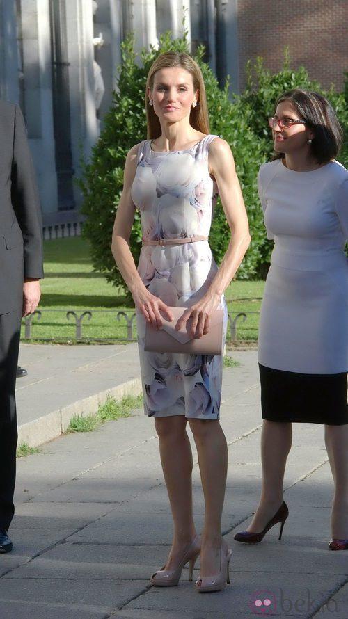 El vestido lápiz, uno de los básicos de la Reina Letizia