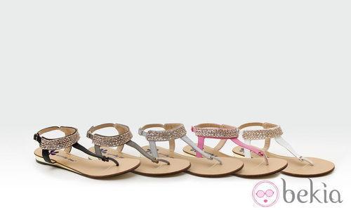 Sandalias planas con pedrería de la colección verano 2014 de Trendy Too