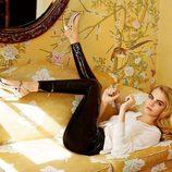 Cara Delevingne con pantalones de charol de la colección otoño/invierno 2014 de Topshop