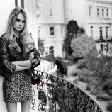 Cara Delevingne con mini-vestido y perfecto de cuero de la colección otoño/invierno 2014 de Topshop