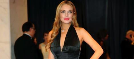 Lindsay Lohan con un elegante vestido de noche