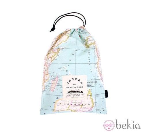 Bolsa con estampado Mapa Mundi para guardar las alpargatas de la PeSeta by Marc Jacobs