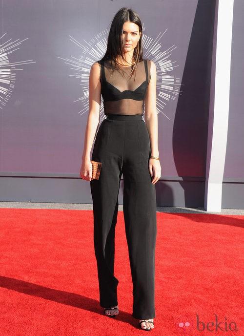 Kendall Jenner con un total look en negro en los MTV Video Music Awards 2014