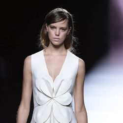 Vestido blanco de Devota & Lomba en Madrid Fashion Week primavera/verano 2015
