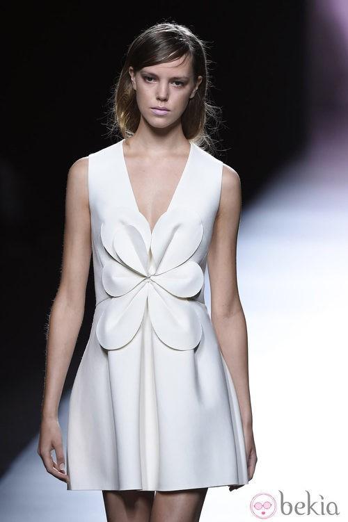 Vestido blanco de Devota & Lomba en Madrid Fashion Week primavera/verano 2015