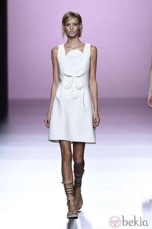 Vestido con molduras de Devota & lomba en Madrid Fashion Week primavera/verano 2015