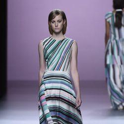 Maxi-vestido de rayas de Devota & Lomba en Madrid Fashion Week primavera/verano 2015