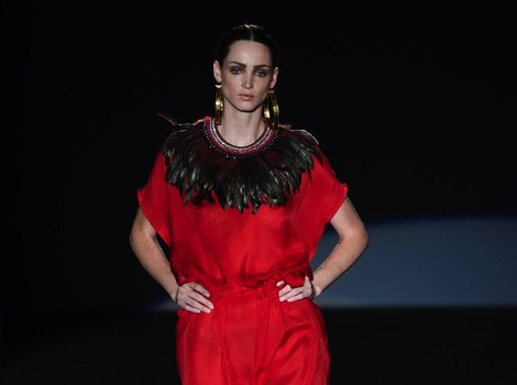 Vestido largo rojo de Roberto Verino en Madrid Fashion Week primavera/verano 2015