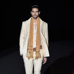 Traje de color crema de Roberto Verino en Madrid Fashion Week primavera/verano 2015