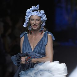 Paola Dominguín desfilando para Francis Montesinos en Madrid Fashion Week primavera/verano 2015