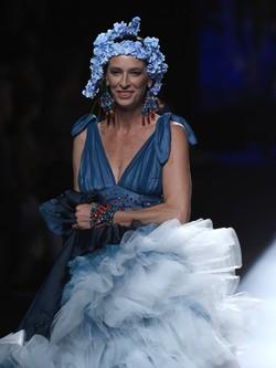 Paola Dominguín desfilando para Francis Montesinos en Madrid Fashion Week primavera/verano 2015
