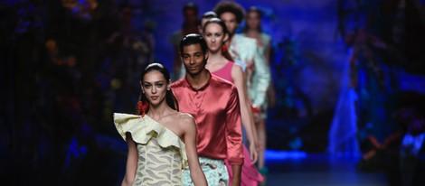 Carrusel final del desfile de Francis Montesinos en Madrid Fashion Week primavera/verano 2015