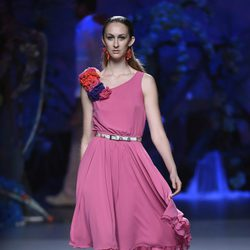 Vestido fucsia de Francis Montesinos en Madrid Fashion Week primavera/verano 2015