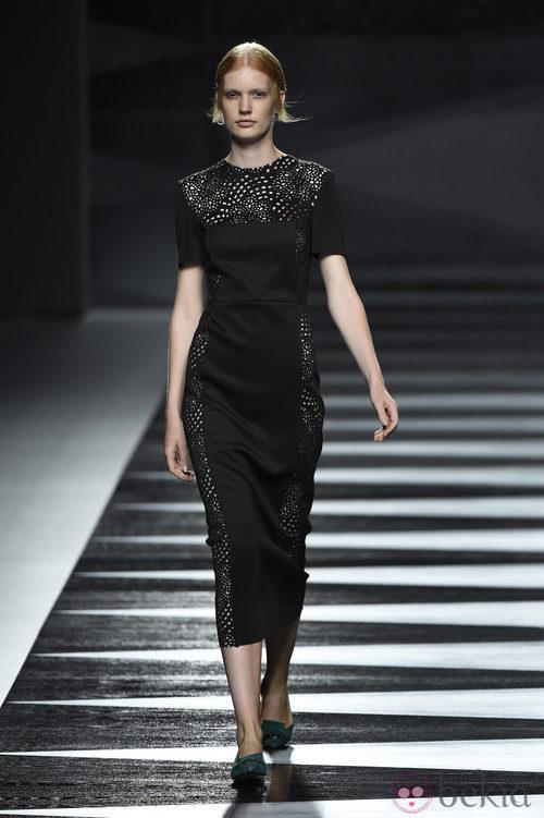 Vestido negro de Juanjo Oliva en Madrid Fashion Week primavera/verano 2015