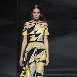 Vestido multicolor de Juanjo Oliva en Madrid Fashion Week primavera/verano 2015