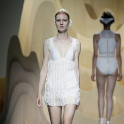 Vestido blanco de Ana Locking en Madrid Fashion Week primavera/verano 2015