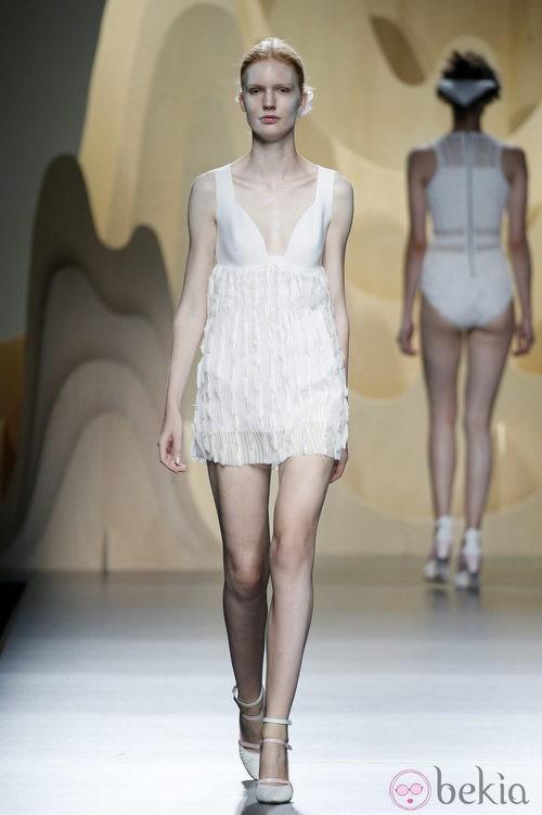 Vestido blanco de Ana Locking en Madrid Fashion Week primavera/verano 2015