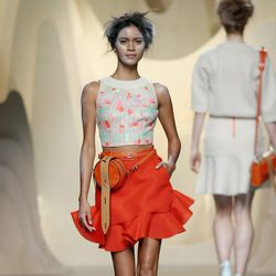 Falda roja de Ana Locking en Madrid Fashion Week primavera/verano 2015