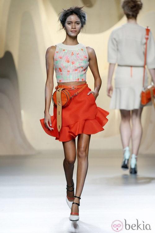 Falda roja de Ana Locking en Madrid Fashion Week primavera/verano 2015