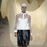 Look black&white de Ana Locking en Madrid Fashion Week primavera/verano 2015