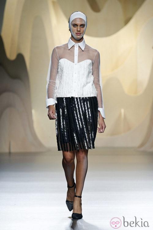 Look black&white de Ana Locking en Madrid Fashion Week primavera/verano 2015