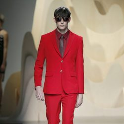 Traje rojo de Ana Locking en Madrid Fashion Week primavera/verano 2015