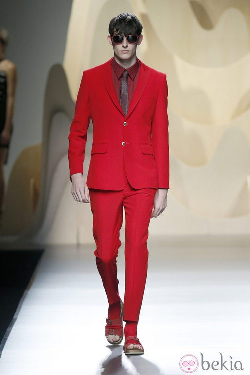 Traje rojo de Ana Locking en Madrid Fashion Week primavera/verano 2015