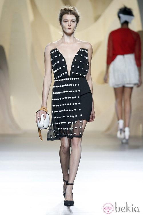 Vestido negro de Ana Locking en Madrid Fashion Week primavera/verano 2015