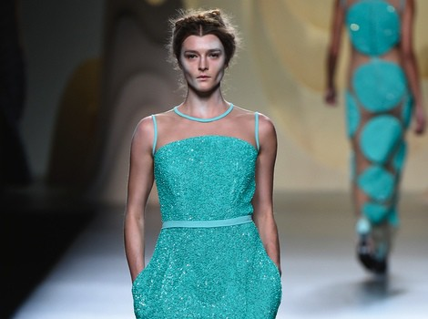 Vestido verde aguamarina de Ana Locking en Madrid Fashion Week primavera/verano 2015
