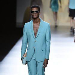 Traje de hombre azul de Ana Locking en Madrid Fashion Week primavera/verano 2015