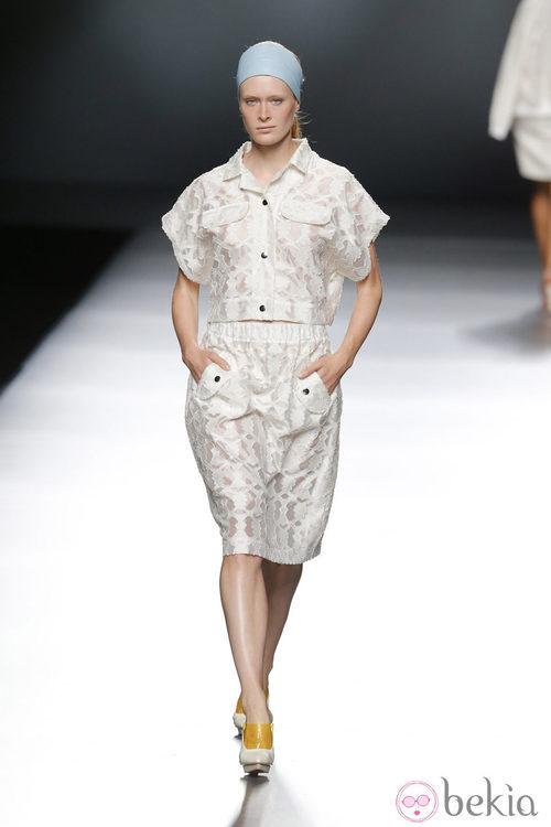 Conjunto de encaje de Moisés Nieto en Madrid Fashion Week primavera/verano 2015