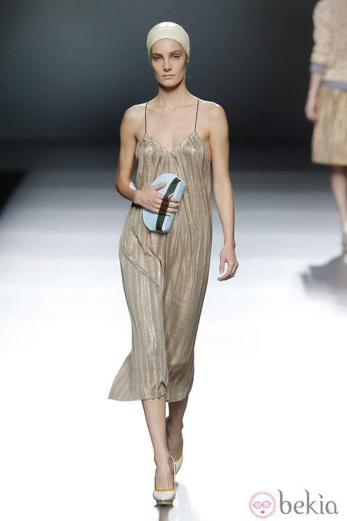 Vestido plisado de Moisés Nieto en Madrid Fashion Week primavera/verano 2015