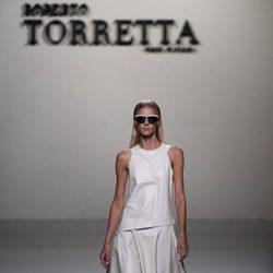 Vestido de cuero de Roberto Torretta en Madrid Fashion Week primavera/verano 2015