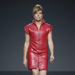Vestido rojo de piel de primavera/verano 2015 de Etxeberría en Madrid Fashion Week