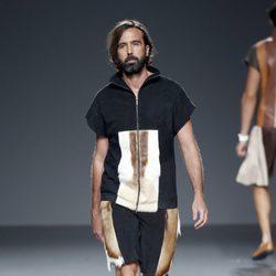 Look masculino de piel de primavera/verano 2015 de Etxeberría en Madrid Fashion Week