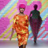 Vestido naranja con estrellas de Ágatha Ruiz de la Prada en Madrid Fashion Week primavera/verano 2015