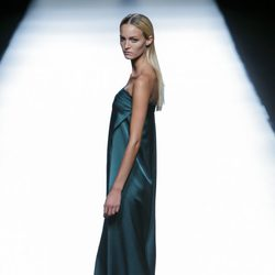 Vestido verde botella de Roberto Torretta en Madrid Fashion Week primavera/verano 2015.