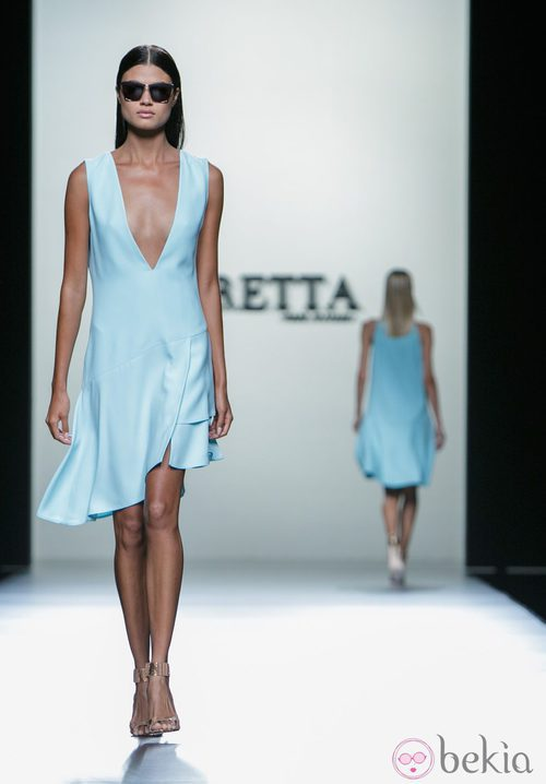 Vestido azul bebé de Roberto Torretta en Madrid Fashion Week primavera/verano 2015