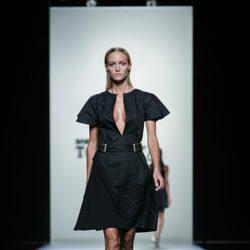 Vestido negro de Roberto Torretta en Madrid Fashion Week primavera/verano 2015