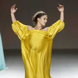 Vestido amarillo de Duyos en Madrid Fashion Week primavera/verano 2015