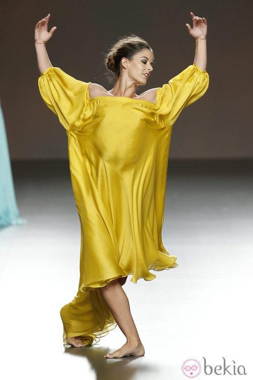 Vestido amarillo de Duyos en Madrid Fashion Week primavera/verano 2015