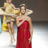 Vestido rojo de Duyos en Madrid Fashion Week primavera/verano 2015