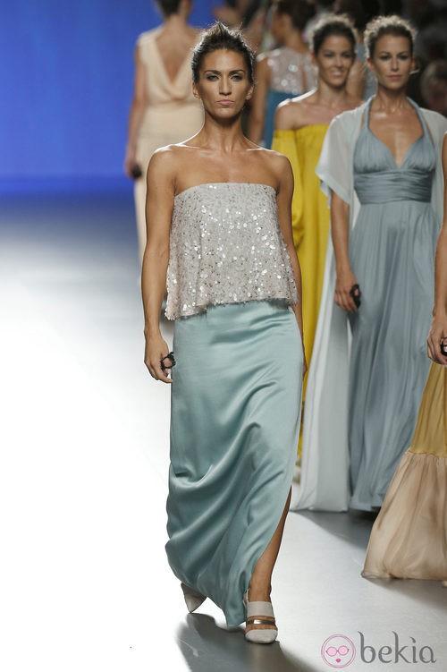Falda azul con cuerpo gris de Duyos en Madrid Fashion Week primavera/verano 2015
