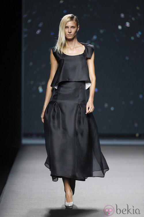 Falda y top negro de AA de Amaya Arzuaga primavera/verano 2015 en Madrid Fashion Week