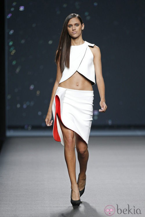 Conjunto blanco de AA de Amaya Arzuaga primavera/verano 2015 en Madrid Fashion Week