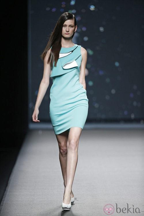 Vestido azul cielo de AA de Amaya Arzuaga primavera/verano 2015 en Madrid Fashion Week