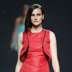 Vestido rojo con volumen de AA de Amaya Arzuaga primavera/verano 2015 en Madrid Fashion Week