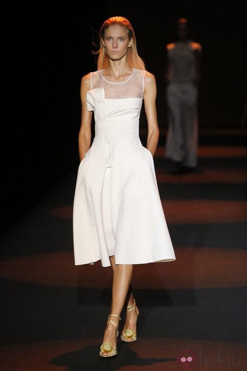 Vestido blanco de Miguel Palacio primavera/verano 2015 en Madrid Fashion Week